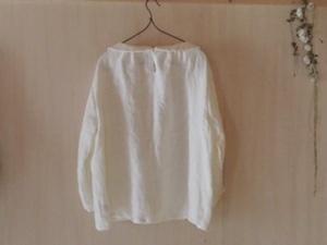 綾織小さな襟のギャザーブラウスオフ白後ろ