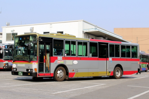 川崎200か1326 TA8777