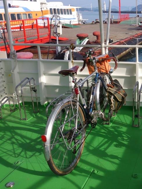 旅客船とびしまの自転車積載スペース