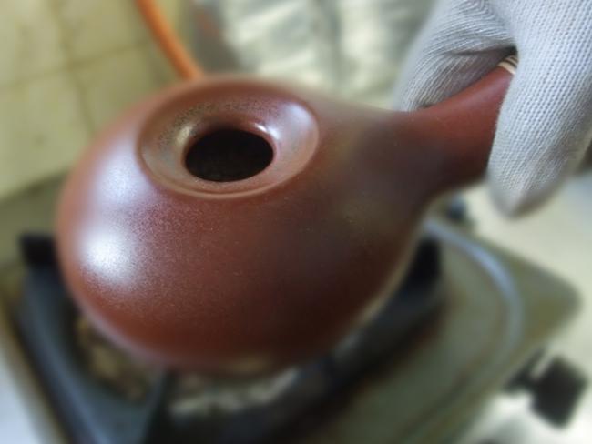 コーヒー焙煎機いるいるで自家焙煎している様子