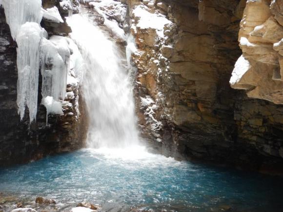 スッカン沢雄飛の滝