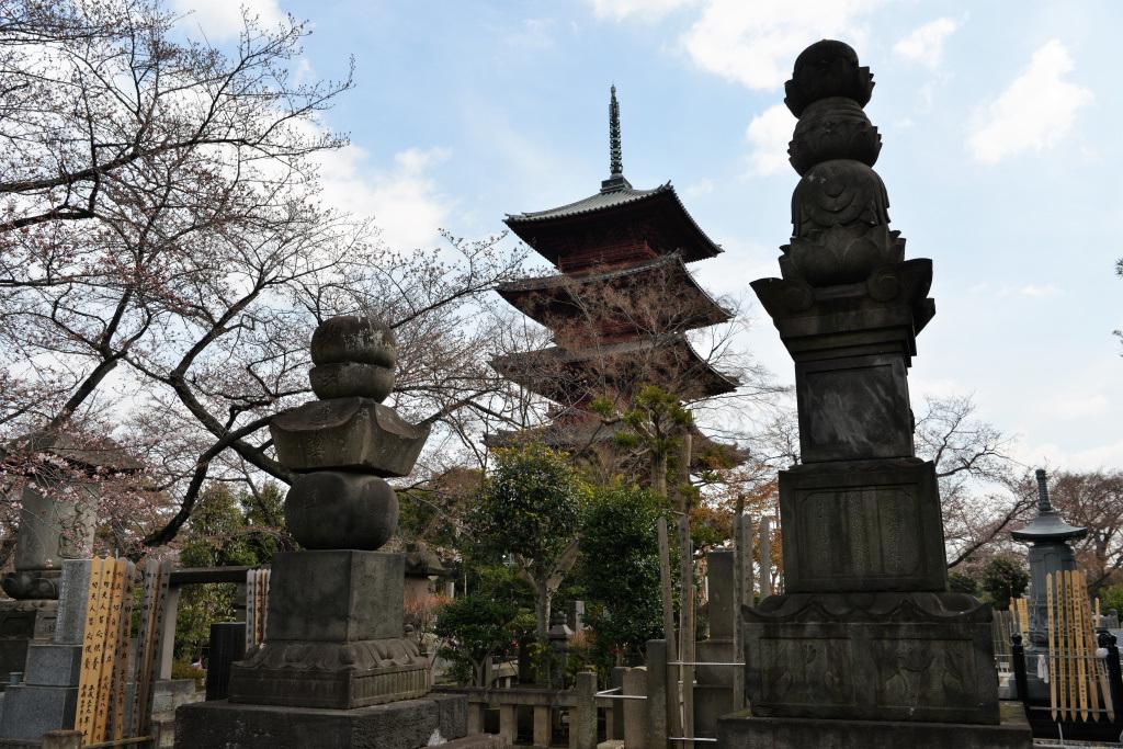 五重塔と宝篋印塔