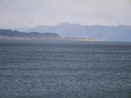 遠くに函館山