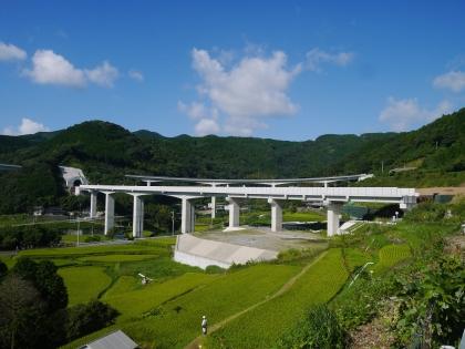 建設中の高架橋