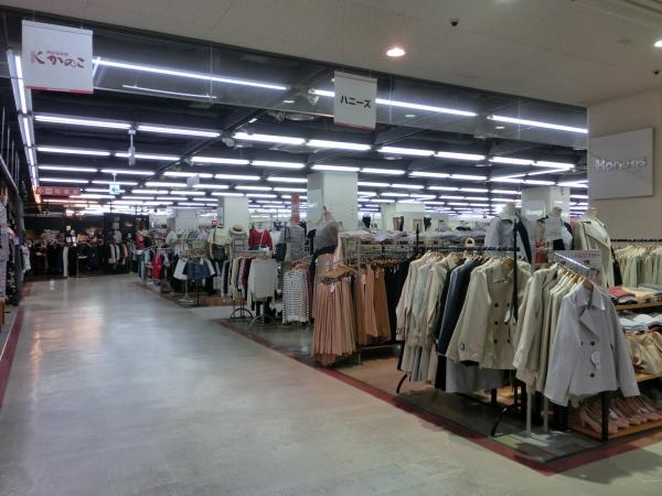 2階ファッション専門店