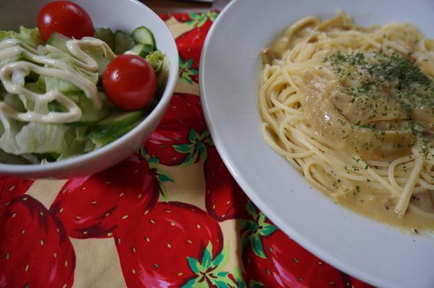 豆乳カルボナーラとサラダ