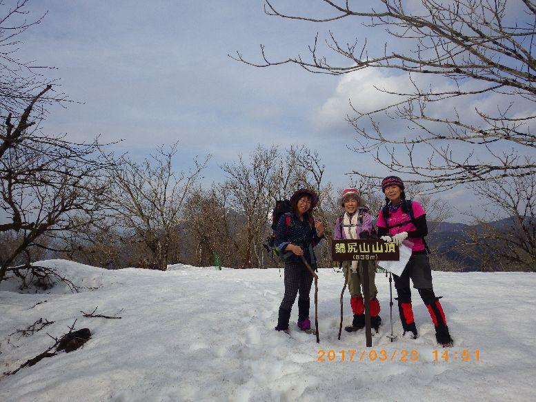 山頂は雪だらけ