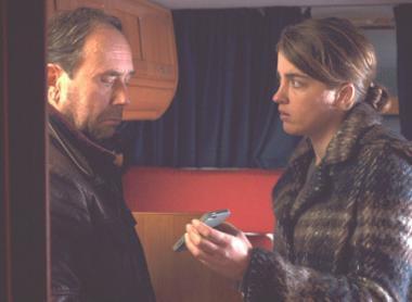 『午後8時の訪問者』 ジェニーは亡くなった女性について調べることになるのだが……。常連のオリヴィエ・グルメも顔を出す。
