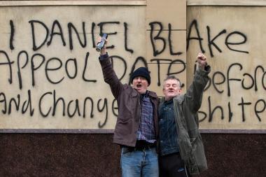 『わたしは、ダニエル・ブレイク』 ダニエルは自らの主張を壁に書き付ける。