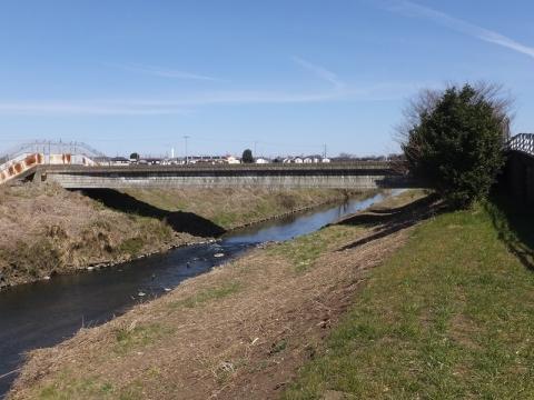 目久尻川を渡る相模川左岸用水路・寒川掛樋