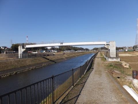 目久尻川神崎橋上流の水管橋?