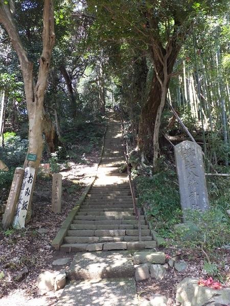 八菅神社参道