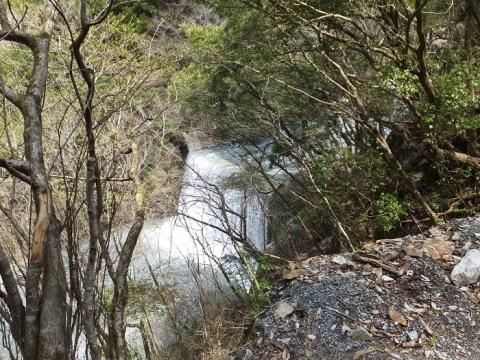 玄倉川の治水施設