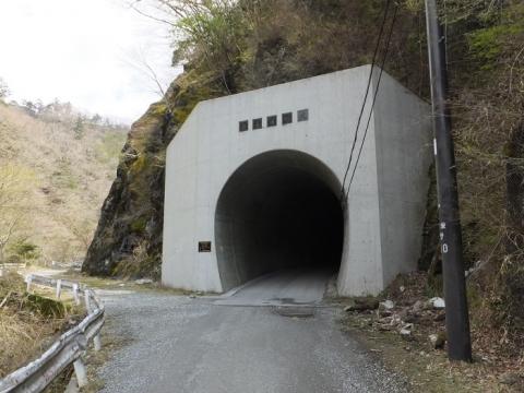 玄倉川林道の新青崩隧道