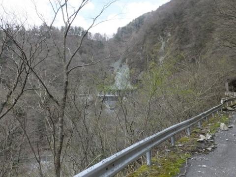 玄倉川・新青崩隧道付近