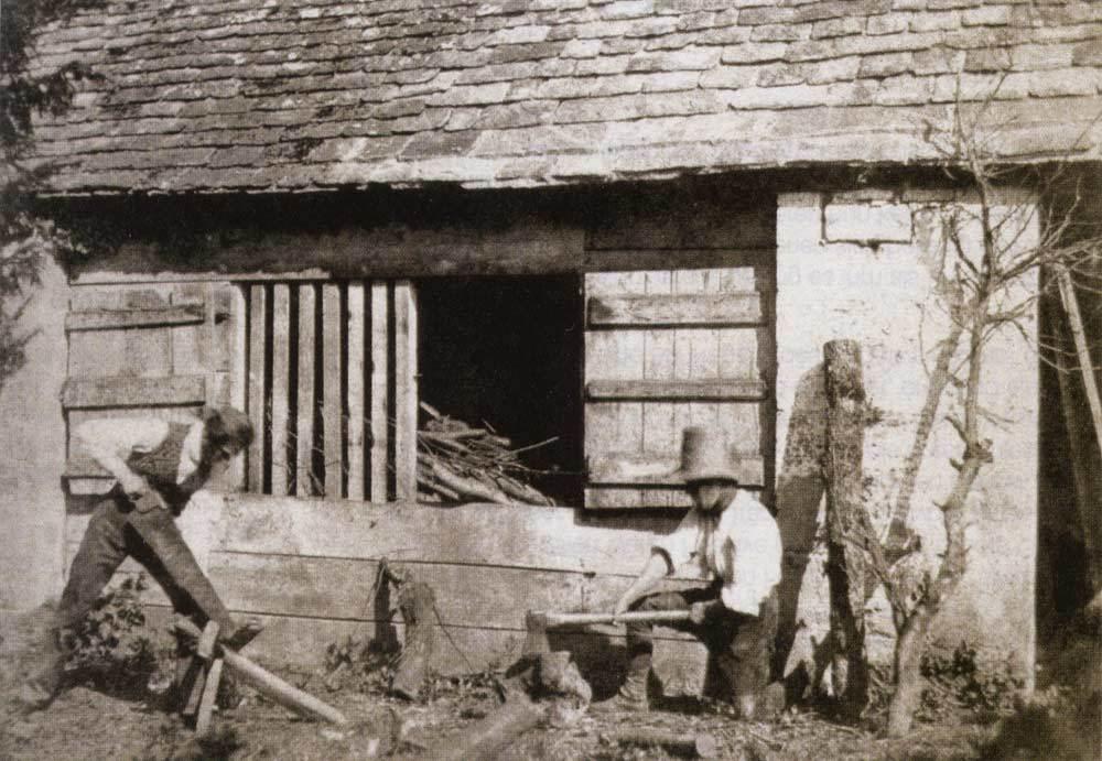 zzd タルボットの撮ったカロタイプ。ウィルトシャー州の働く大工、1842-43年