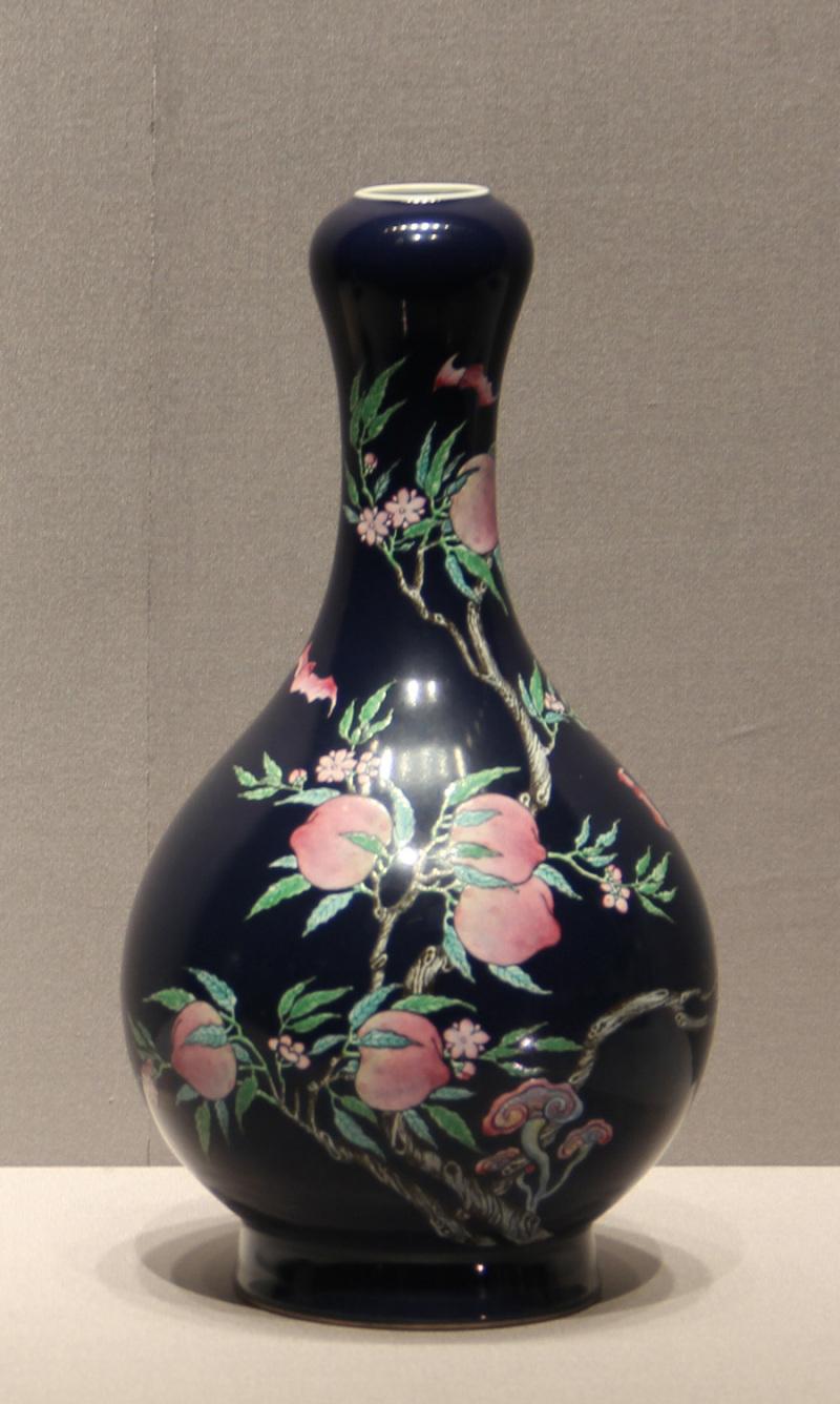 0a 「藍釉粉彩桃樹文瓶」