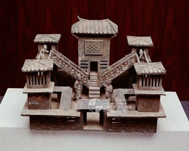 x m 古代中国の明器b
