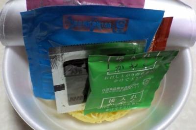 3/20発売 行列のできる店のラーメン 煮干しそば(内容物)