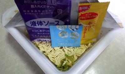 3/20発売 低糖質麺 はじめ屋 こってりソース焼そば(内容物)