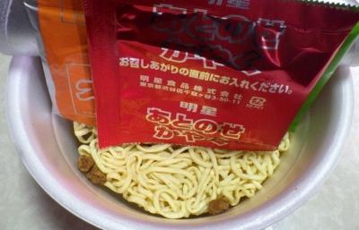3/13発売 麺屋こころ監修 チーズ味噌台湾ラーメン 大盛(内容物)