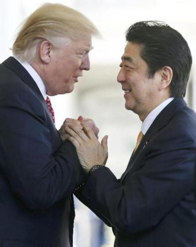 日米首脳会談でのトランプ氏と安倍氏