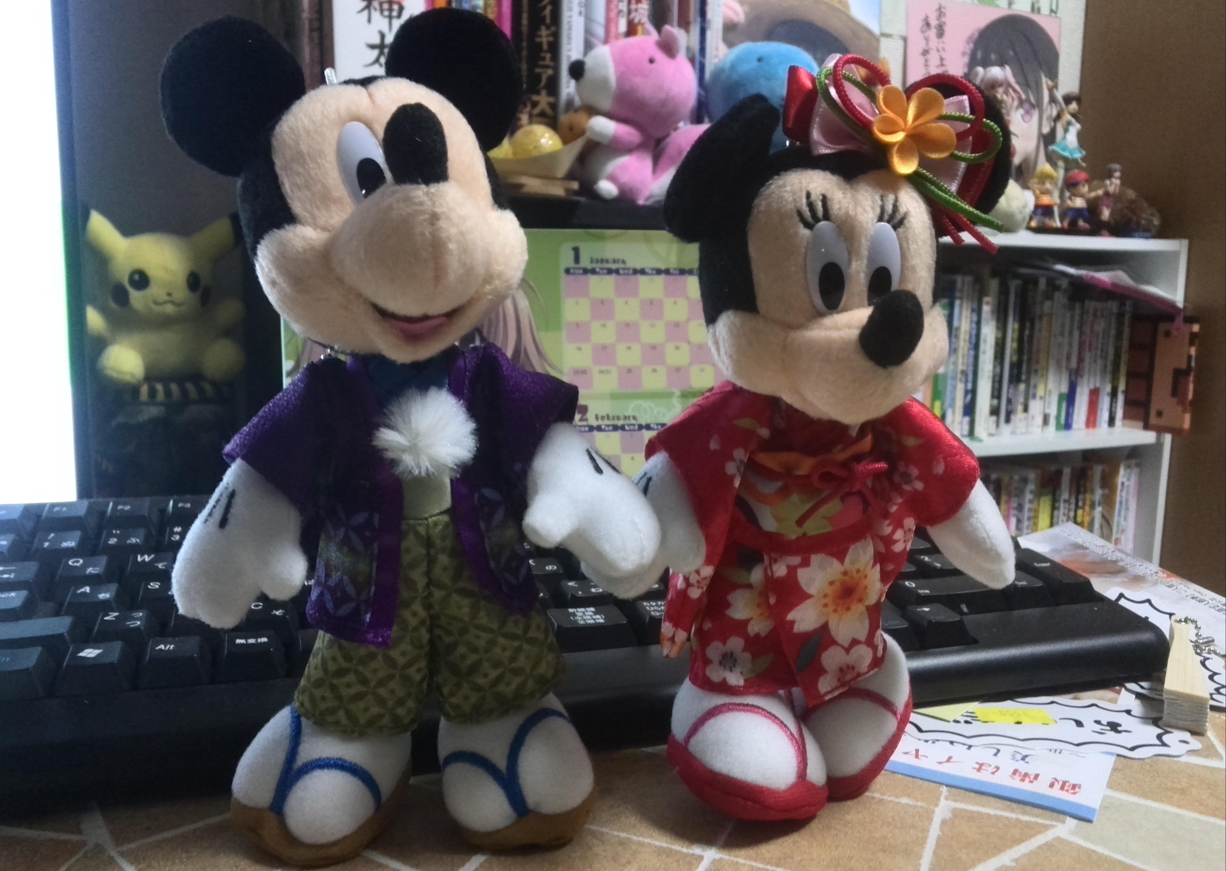 ディズニーランドで購入した晴れ着姿のミッキーとミニー