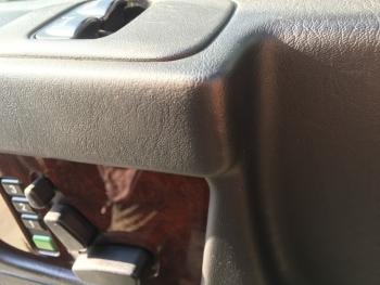 ドア、センターコンソール 破れ・傷補修 ベンツG500