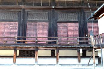 本堂側面扉