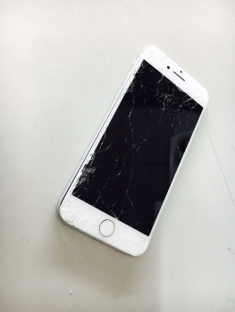 iPhone7ガラス割れ液晶不良3/19