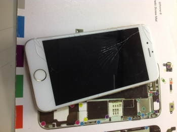 iPhone6Sガラス割れ3/26
