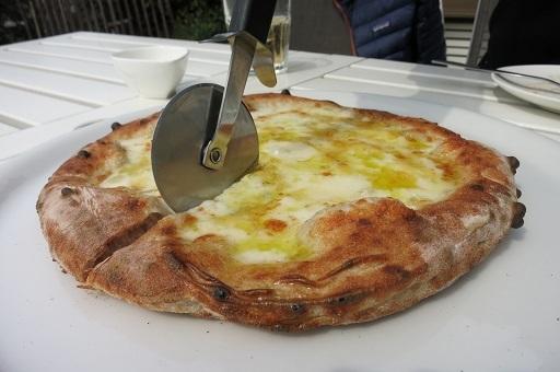3-23ピザ切る