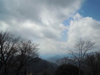 鍋割山山頂から170311