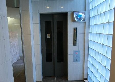 北綾瀬エレベーターモニター