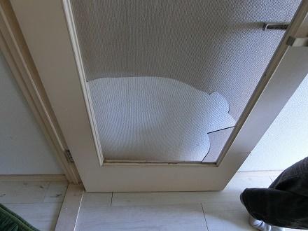 ブログ写真AR407扉のアクリル板