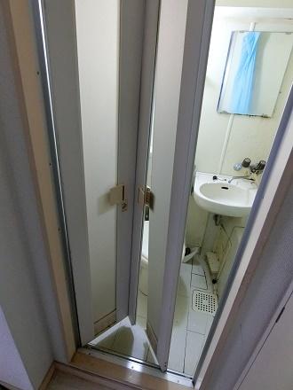 ブログ写真ユニットバスの扉