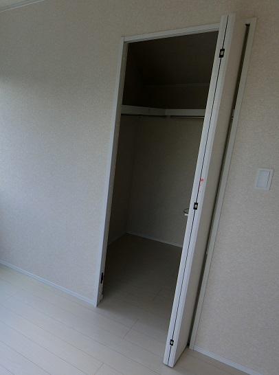 川口新築戸建二階ベッドルーム西WIC