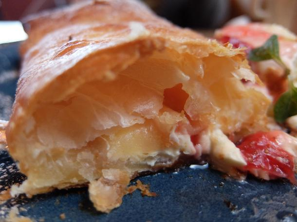 自家製イチゴジャムとチーズのクリームパイ