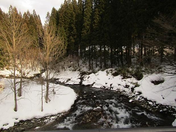 真瀬川の雪1