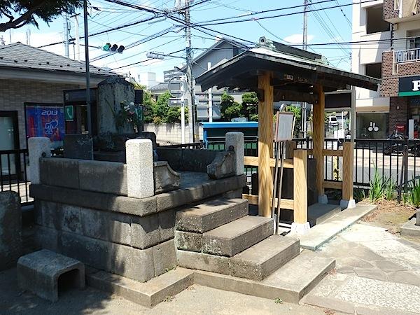 「行人塚」―調布市指定史跡―
