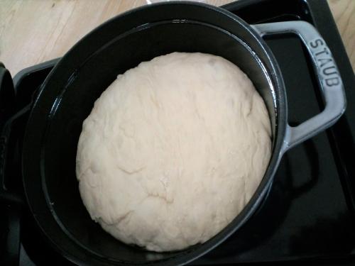 手づくりパン(ストウブ鍋)