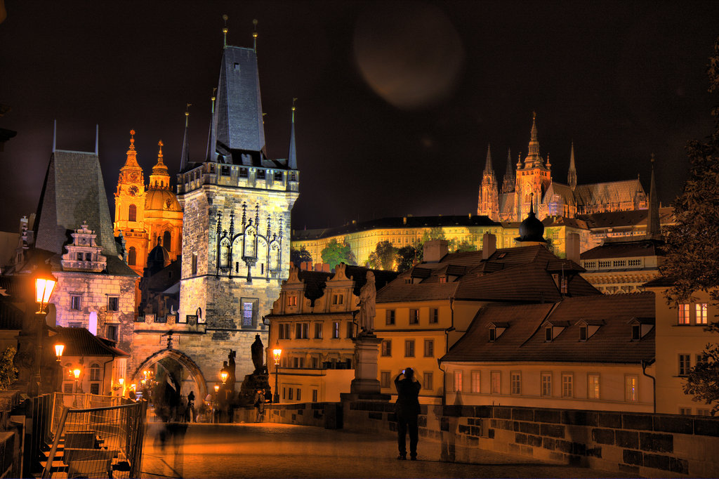 charles_bridge_at_night_3_by_lightzone.jpg