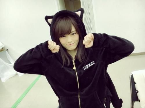 山本彩ちゃん、ぐうかわ黒猫になる