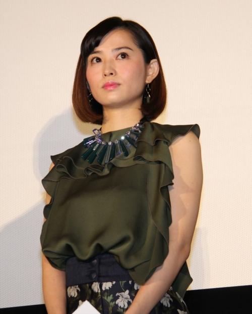 市川由衣:出産後初イベントで「ぎっくり腰」告白 コルセット着け「立っているのがやっと」
