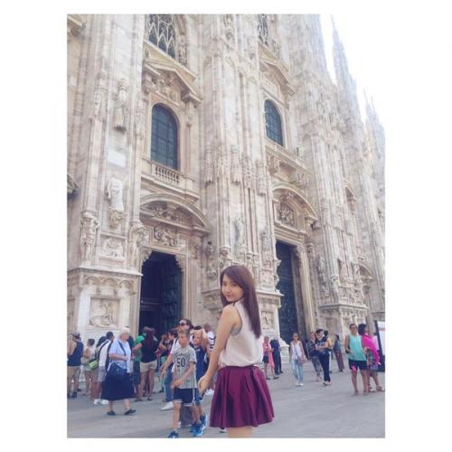女tehuこと椎木里佳さん、めちゃくちゃエロい格好でイタリアを闊歩する