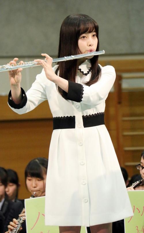 橋本環奈、116人を従えフルートを演奏 「とにかくホッとしました。感無量。まさに吹キュン!」