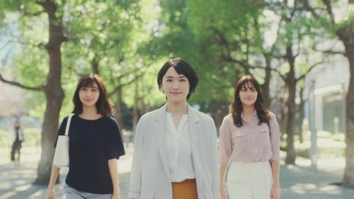 """新垣結衣:キュートに""""ゆるりんダンス"""" ユニクロ新CMで披露"""