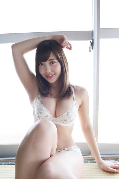 """<日本一おっぱいがキレイな女子大生・石原佑里子>「高校の時は""""おっぱい""""、大学では""""おっぱいちゃん""""って呼ばれてました」"""