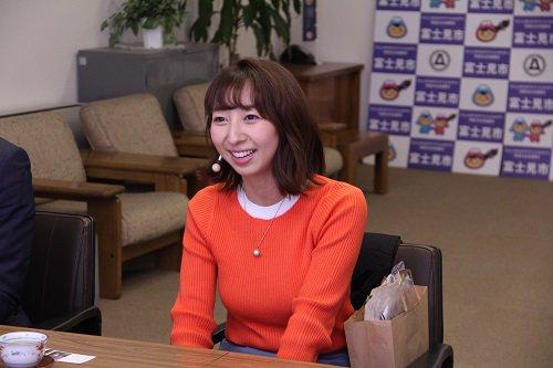声優・飯田里穂さんの着衣巨乳wwwwwwwwwwwwww