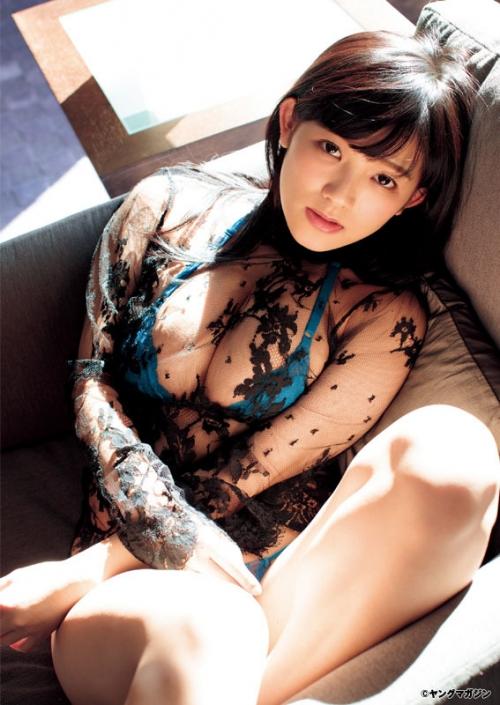 天木じゅん:バスト96センチの胸開きドレス、ビキニ、シャワーも 「ヤンマガ」で大胆に